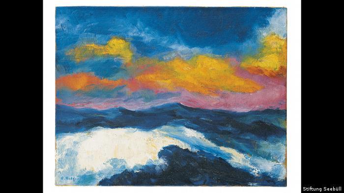 Ο Γερμανός ζωγράφος Έμιλ Νόλντε (1867-1965) θεωρείται ένας από τους κορυφαίους εκπροσώπους της ευρωπαϊκής avant-garde. Ξεκίνησε ως ιμπρεσιονιστής για να γίνει σύντομα εξπρεσιονιστής. Η πορεία του ήταν δύσκολη. Το 1898 απορρίφθηκε από την Ακαδημία Καλών Τεχνών του Μονάχου. Τα έργα του δεν γίνονταν εύκολα κατανοητά. Στη φωτογραφία «Η Μεγάλη Θάλασσα» (1948).
