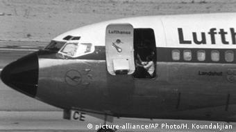 Kaçırılan Lufthansa uçağı ve rehin alınan yolcular Mogadişu'ya indirilmişti