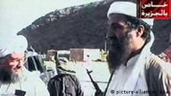 Bin Laden dhe El Zawahiri në një kamp të El Kaidës.