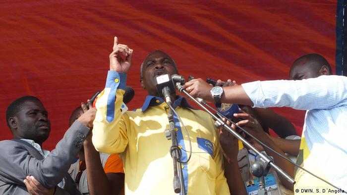 Chivukuvuku durante a campanha eleitoral em 2017