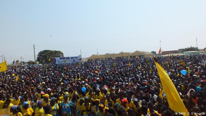 A large group of CASA-CE supporters in Angola