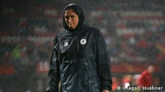 Steffi Jones in a rain jacket (imago/J. Huebner)