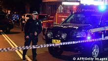 29.07.2017+++Sydney, Australien+++ Police man a check point in the Sydney inner suburb of Surry Hills on July 29, 2017. Four people were arrested in a series of raids across Sydney on July 29 which the prime minister said were carried out to foil plans for terrorist attacks in Australia. / AFP PHOTO / William WEST (Photo credit should read WILLIAM WEST/AFP/Getty Images)