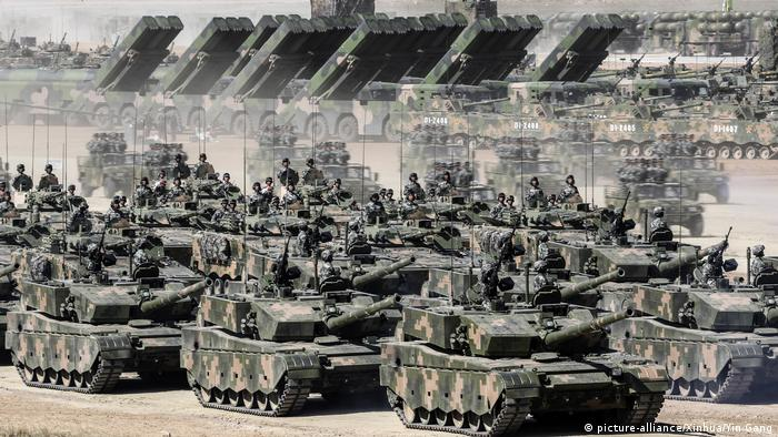 China Militärparade in Zhurihe (picture-alliance/Xinhua/Yin Gang)