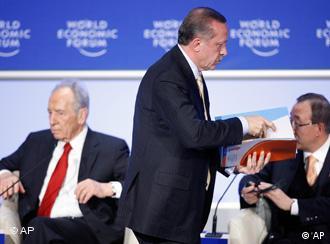 29 Ocak 2009, Davos. Erdoğan'ın salonu terk ettiği an