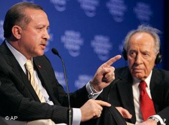 29 Ocak 2009, Davos. Sağda İsrail lideri Peres