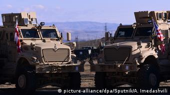 Two armoured military vehicles (picture-alliance/dpa/Sputnik/A. Imedashvili)