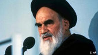 آیتالله خمینی، رهبر دینی انقلاب ۵۷ در ایران