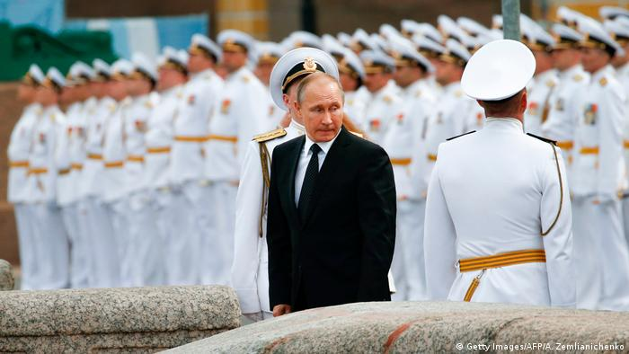 Russland Parade am Tag der Mariene (Getty Images/AFP/A. Zemlianichenko)