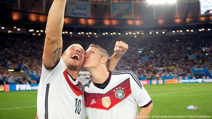 На немецком языке про фанатов футбола