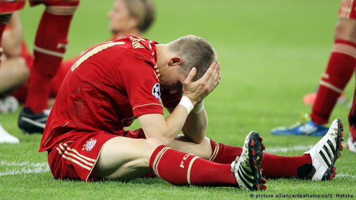 Football player Bastian Schweinsteiger after a Champions League Final defeat to FC Chelsea, sits on the pitch, head in hands - FC Bayern München (picture alliance/dpa/sampics/S. Matzke)
