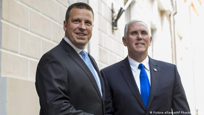 US Vice President Mike Pence, right, and Estonia's Prime Minister Juri Ratas pose for photographers prior to their meeting at the Government palace in Tallinn, Estonia(Picture alliance/AP Photo/M. Kulbis)