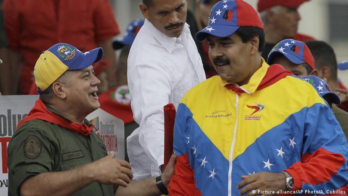 Nicolas Maduro und Diosdado Cabello (Picture-alliance/AP Photo/A. Cubillos)