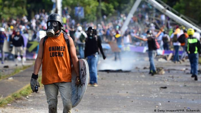 Anti-government activists clash with security forces during a protest against the elections for a Constituent Assembly proposed by Venezuelan President Nicolas Maduro, in Caracas on July 30, 2017.