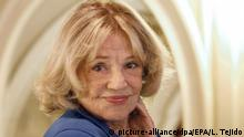 27.11.2009 epa03928787 (FILE) A file picture dated 27 November 2009 shows French actress Jeanne Moreau poses at the Zinebi International Documentary and Short Film Festival in Bilbao, Spain. According to media reports on 29 October 2013, Moreau decided to show her support for Russian punk rock group Pussy Riot by reading a letter by imprisoned band member Nadezhda Tolokonnikova. The recorded reading will be broadcast via French media on 30 October 2013. EPA/LUIS TEJIDO  