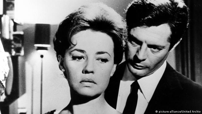 Jeanne Moreau with Marcello Mastroianni in the Golden Bear-winning film, The Night (1960), by Michelangelo Antonioni (picture-alliance/United Archiv)