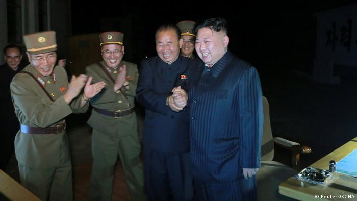 Nordkorea Kim Jong Un Freude nach dem Test der Hwasong-14 Rakete (Reuters/KCNA)