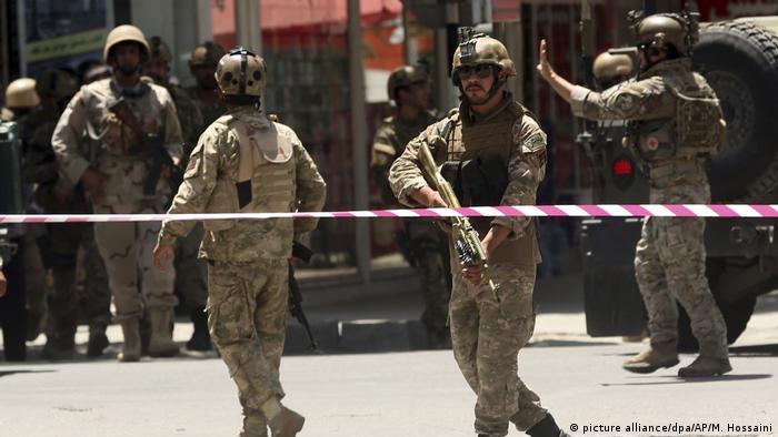 Afghanistan Anschlag auf die irakische Botschaft in Kabul (picture alliance/dpa/AP/M. Hossaini)