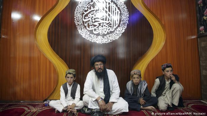 Afghanistan Kinderhandel (picture-alliance/dpa/AP/M. Hossaini )