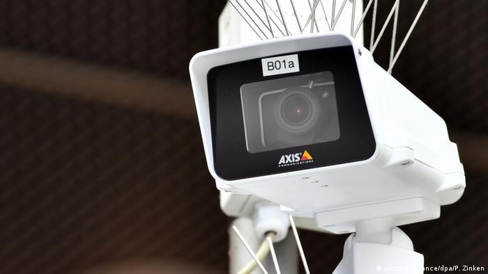 Камера наблюдения на станции Зюдкройц в Берлине