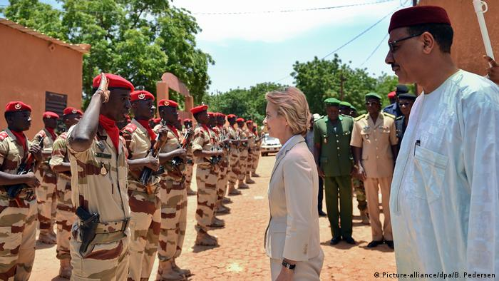 Von der Leyen travels to Niger (Picture-alliance/dpa/B. Pedersen)