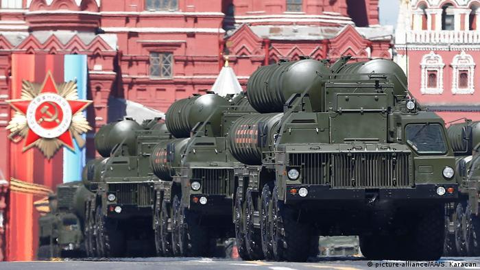 ЗРК С-400 во время подготовки к параду в Москве, май 2017 года