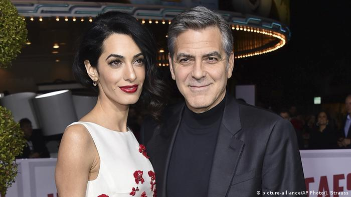 USA Los Angeles - Amal Clooney und George Clooney wollen Syrischen Flüchtlingen mit der Clooney Foundation helfen (picture-alliance/AP Photo/J. Strauss)