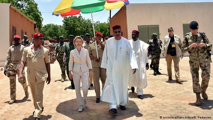 Afrika Niger - Ursula von der Leyen im Niger