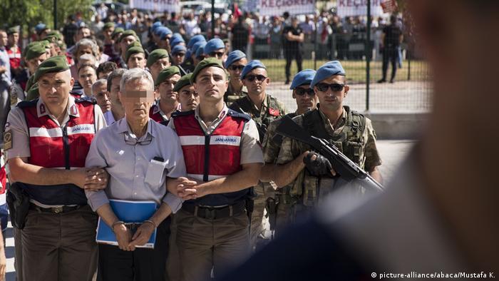 Turkei Ankara - Angeklate werden zu Gericht gebracht
