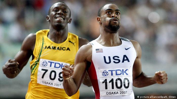 Usain Bolt hinter US-Sprinter Tyson Gay beim 200 Meter-Finale der LA-WM 2007 in Osaka (picture-alliance/dpa/K. Okten)