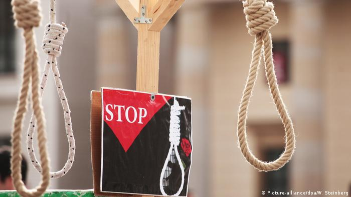 Aktion gegen Folter und Todesstrafe (Picture-alliance/dpa/W. Steinberg)