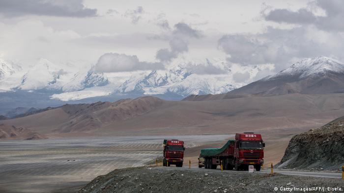 China Xinjiang Provinz - Am China-Pakistan Friendship Highway (Getty Images/AFP/J. Eisele)
