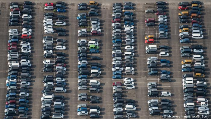 Symbolbild Dieselsoftware für 5 Millionen Autos (picture-alliance/dpa/S. Stein)