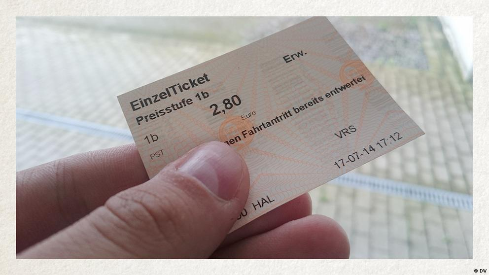 Deutschkurse | Wortschatz | WBS_Foto_Fahrkarte
