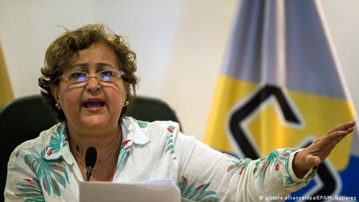 Venezuela Nationaler Wahlrat genehmigt den ersten Schritt (picture alliance/dpa/EPA/M. Gutierez)