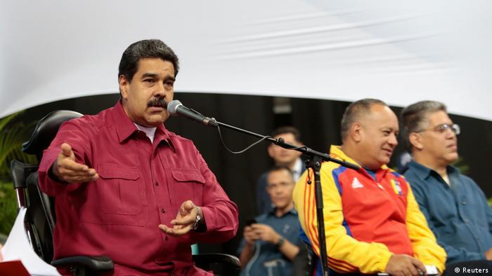 Venezuela Präsident Nicolas Maduro spricht mit Mitgliedern der konstituierenden Versammlung in Caracas (Reuters)