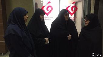Iranische Abgeordnete treffen Fatemeh Karrubi (isna)