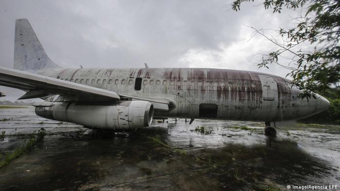 Foto da antiga aeronave da Lufthansa no cemitério de aviões em Fortaleza, em fevereiro de 2017