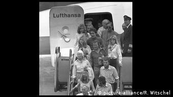 Οκτώβριος 1977: Οι όμηροι του αεροσκάφους Λάντσχουτ επιστρέφουν σώοι και αβλαβείς στη Φραγκφούρτη