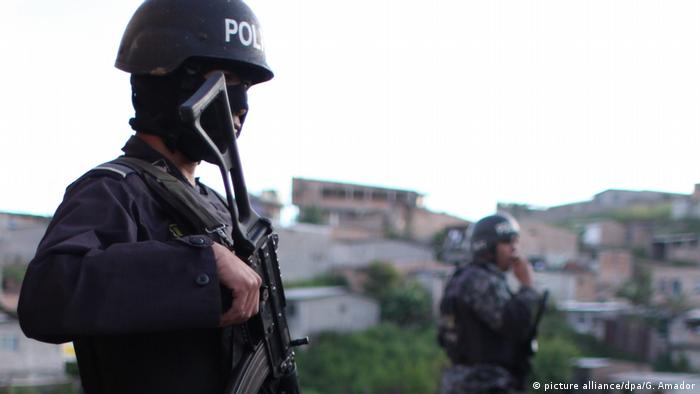 Foto simbólica de un policía en Honduras