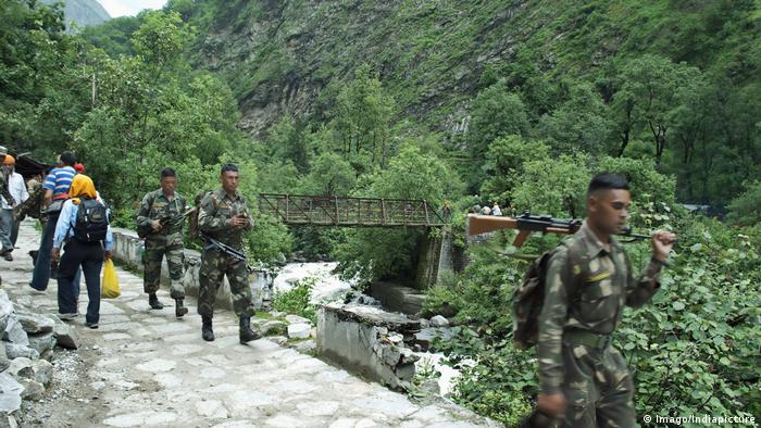 Himalaya Grenze zwischen Indien und China Patrouille indischer Soldaten