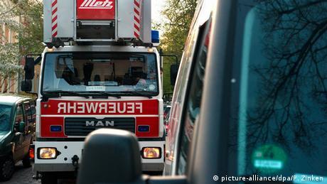 Пожежний автомобіль на вузькій вулиці Берліна