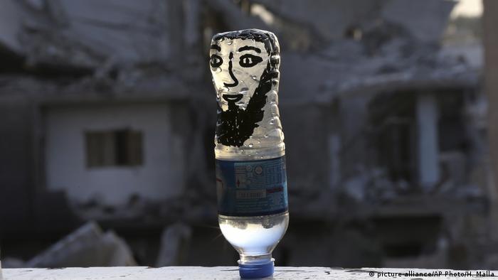 Syrien Rakka Symbolbild (picture-alliance/AP Photo/H. Malla)