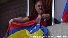 Metropolitan Mayor Antonio Ledezma appears from the window of his residence with a Venezuelan flag in Caracas, Venezuela, 16 July 2017. The Metropolitan Mayor of Caracas, Antonio Ledezma, participated today in his house, where he is under house arrest, in the consultation promoted by the opposition on the constituent process activated by President Nicolas Maduro. Mayor Antonio Ledezma votes from his house arrest in the opposition consultation !ACHTUNG: NUR REDAKTIONELLE NUTZUNG! PUBLICATIONxINxGERxSUIxAUTxONLY Copyright: xCRISTIANxHERNÁNDEZx LZ04 20170717-636358482507870256 Metropolitan Mayor Antonio Ledezma appears from The Window of His Residence With a Venezuelan Flag in Caracas Venezuela 16 July 2017 The Metropolitan Mayor of Caracas Antonio Ledezma participated Today in His House Where he IS Under House Arrest in The consultation promoted by The Opposition ON The Constituent Process activated by President Nicolas Maduro Mayor Antonio Ledezma Votes from His House Arrest in The Opposition consultation Regard only Editorial Use PUBLICATIONxINxGERxSUIxAUTxONLY Copyright xCRISTIANxHERNÁNDEZx LZ04 20170717 636358482507870256