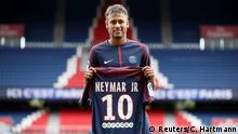 Paris Saint-Germain Vorstellung neuer Spieler Neymar
