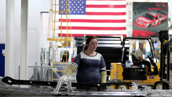 US worker (Getty Images/B. Pugliano)
