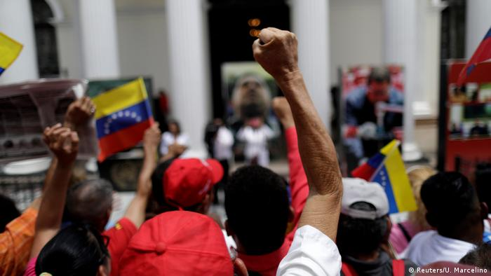 Maduro supporters with hands raised outside the legislative palace (Reuters/U. Marcelino)