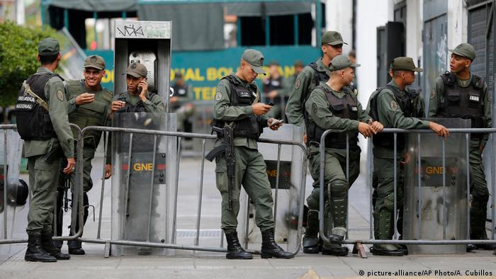 Venezuela Polizei in Caracas (picture-alliance/AP Photo/A. Cubillos)