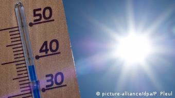 Deutschland Thermometer in Sieversdorf (picture-alliance/dpa/P. Pleul)