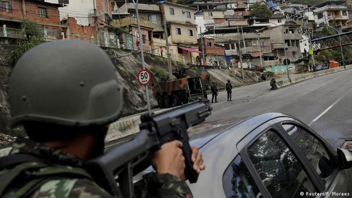 Brasilien Großeinsatz gegen bewaffnete Banden in Armenvierteln von Rio de Janeiro